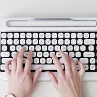 Penna es el teclado retro, mecánico y Bluetooth que triunfa en Kickstarter, y no nos extraña