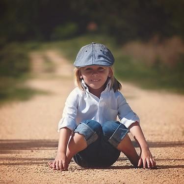 """Los niños que se sientan con las piernas en """"W"""", ¿debemos corregirles?"""