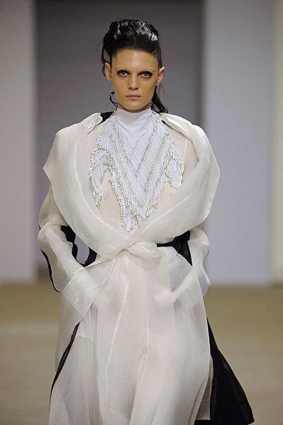 Foto de Gareth Pugh en la Semana de la Moda de París Primavera-Verano 2009 (27/28)