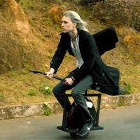 Este patinete eléctrico con forma de escoba está volviendo locos a los fans de Harry Potter