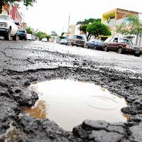 Si vives en Toluca, podrás recibir hasta 5 mil pesos si tu auto se daña por un bache