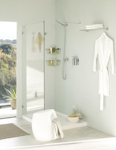 Foto de Accesorios adhesivos para el baño, para los que odian hacer agujeros (2/6)