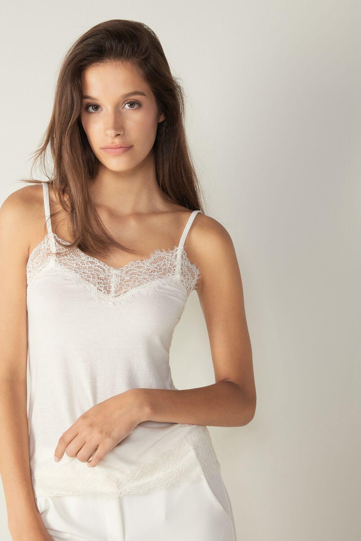 Camiseta blanca lencera perfectas para las prendas de arriba claras