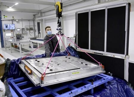 Volkswagen abre las puertas de un avanzado laboratorio en Alemania para baterías: aquí nacerá su nueva celda unificada