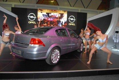 Opel Astra Sedan, debut en Estambul