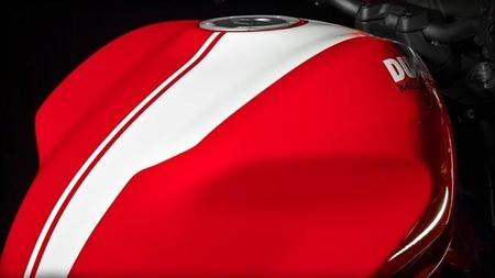 Ducati Monster 821 Stripe 2