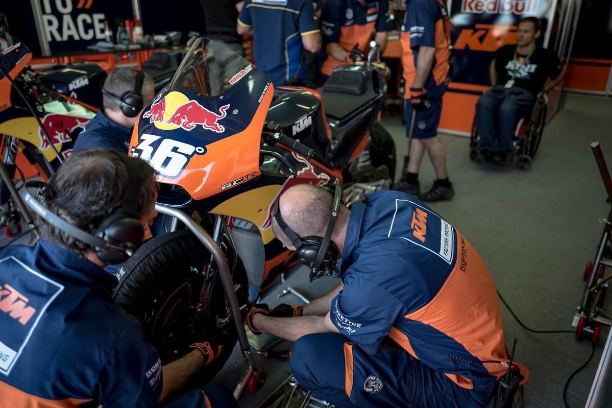 Foto de KTM MotoGP GP Valencia 2016 (1/18)