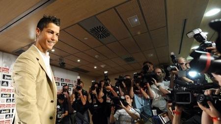 Cristiano Ronaldo en la presentación con el Real Madrid IV