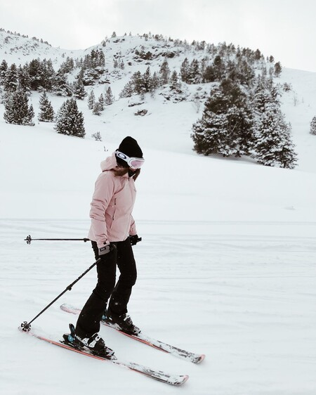 Para esquiar o para sobrevivir a Filomena: las mejores marcas de ropa para el frío según los expertos y que podemos comprar en rebajas