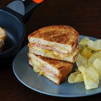 Receta de sándwich de mortadela y queso San Simón con cebolla caramelizada, para no repetir los bocadillos de siempre