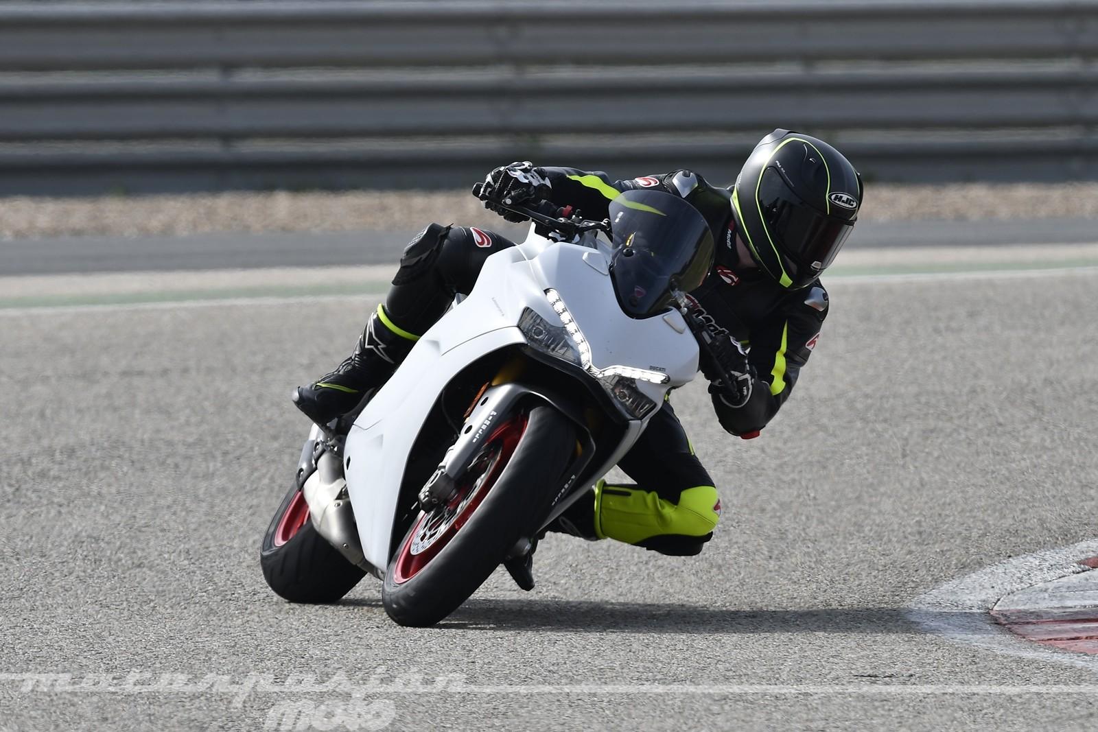 Foto de Ducati Supersport S (20/32)
