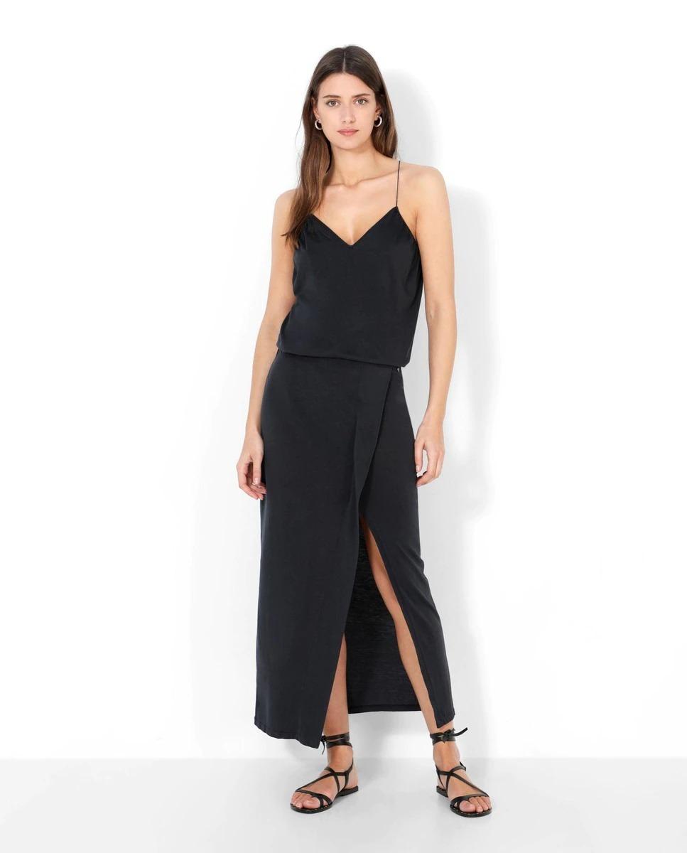 Falda midi tipo pareo en negra de Scalpers