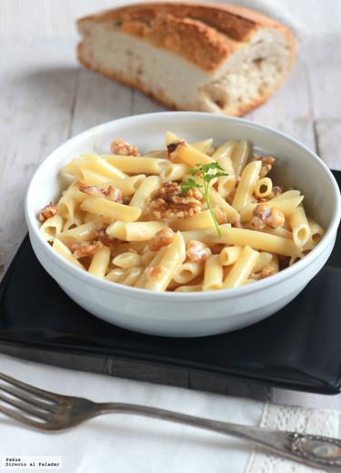 Macarrones con salsa de gorgonzola y nueces. Receta rápida de pasta
