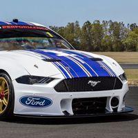 El Mustang sigue su metamorfosis, ahora se convierte en un V8 Supercar