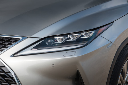Lexus RX450h 2020 luces delanteras