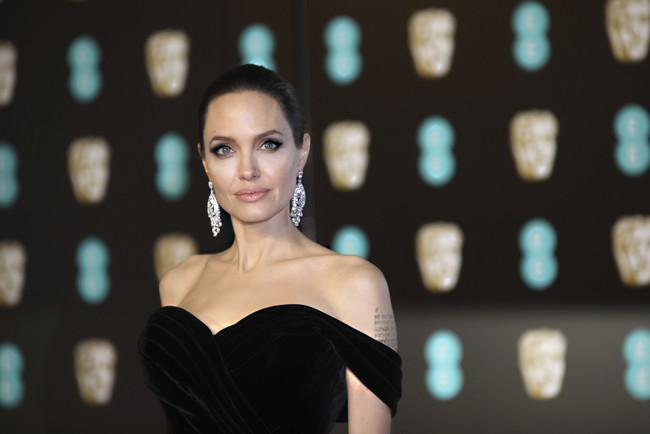 ¿Quieres tener la piel de Angelina Jolie? Su dermatóloga ha desvelado todos sus secretos