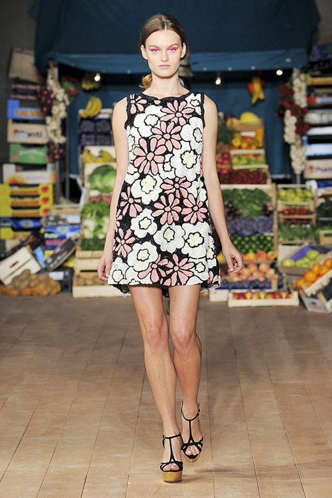Foto de Moschino Cheap and Chic Primavera-Verano 2012 (3/28)