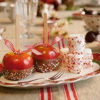 Tres mesas de Navidad con tres estilos diferentes