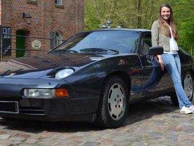 ¿Por qué esta joven de 20 años se ha comprado un Porsche 928 S4?