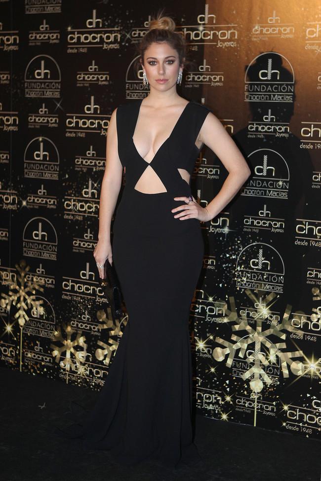 b41c4fdba En la gala benéfica organizada por Chocron Joyeros la actriz impactó con un  vestido cut out en color negro de escotazo de vértigo y con múltiples  aberturas.