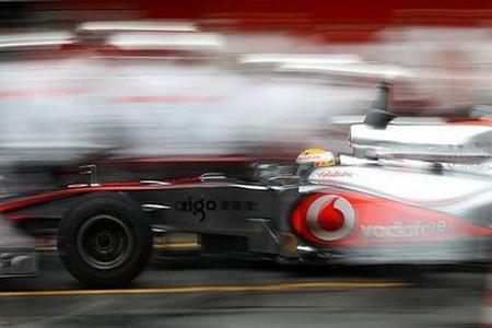 Lewis Hamilton da el golpe de efecto el último día de pretemporada