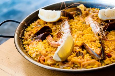 Los cinco arroces con pescado y marisco que más triunfan en las costas de España