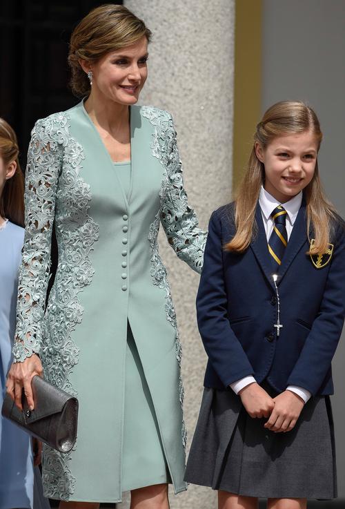 Analizamos el look que eligió la reina Letizia en la comunión de la Infanta: este es el 'paso a paso' su peinado