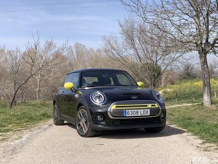 Probamos el MINI Electric: el MINI de siempre ahora es un coche eléctrico igual de divertido y exclusivo