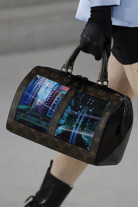 Llevaremos pantallas y no será en el móvil: los bolsos de Louis Vuitton traen la tecnología a los complementos