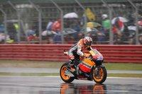 MotoGP Inglaterra 2011: Casey Stoner gana y Jorge Lorenzo se cae en el diluvio de Silverstone