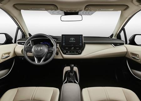 Toyota Corolla Hybrid 17