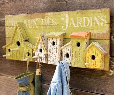 Un colgador de casas de pájaros