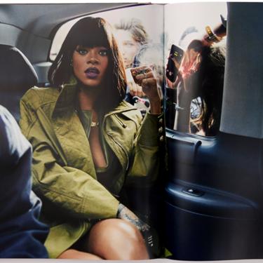 Rihanna publica su primer libro: una autobiografía visual con 1050 fotografías (porque ser cantante, empresaria y actriz no es suficiente)