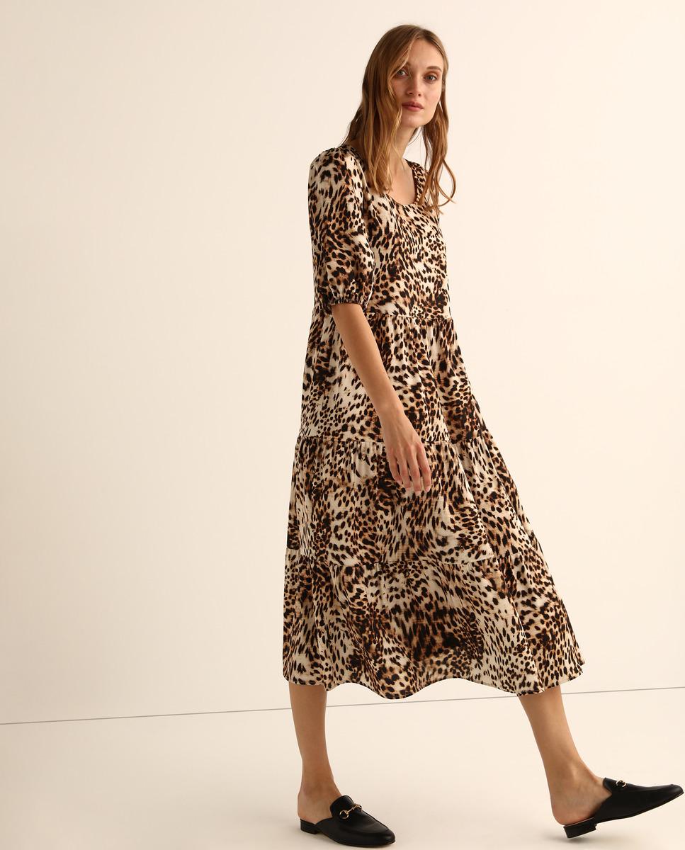 Vestido midi de estampado de leopardo de Amitie