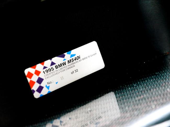 BMW M540i placa numerada