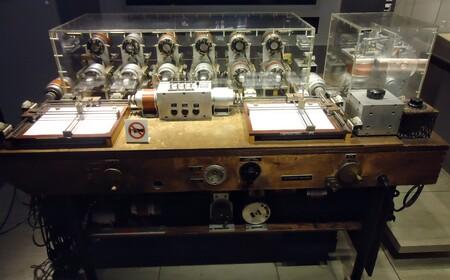 """""""Cuidado con lo que calcules, te puede dar un electroshock"""": la historia del analizador diferencial """"low-cost"""" de Arnold Nordsieck"""
