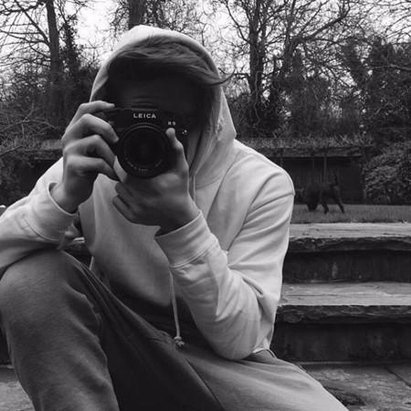 Brooklyn Beckham se nos ha hecho fotógrafo ¡nada más y nada menos que de Burberry!