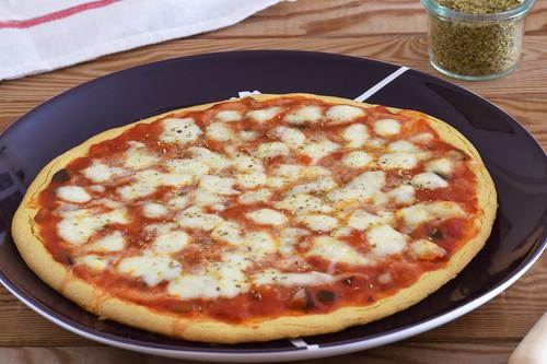 Pizza con harina de garbanzos: receta saludable sin gluten fácil y rápida
