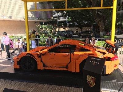 El Porsche 911 RS GT3 de tamaño real hecho con bloques LEGO llega a México