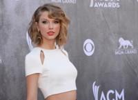 Y Taylor Swift se convirtió en icono. Así cambió su estilo en estos 49 mejores looks de fiesta y street style