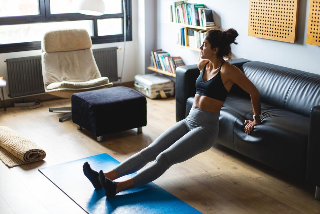 Entrenamiento Tabata para perder grasa en tu propia casa: cómo organizarlo, qué ejercicios elegir y un ejemplo de rutina