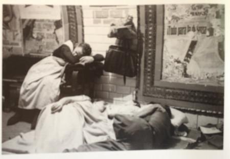 Familia Madrilenos Duerme En El Metro Foto Alfonso Sanchez Portela