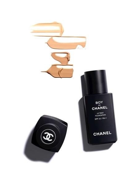 Chanel Se Mete Mas A Nuestra Rutina De Cuidado Expandiendo Su Linea De Maquillaje Para Hombre