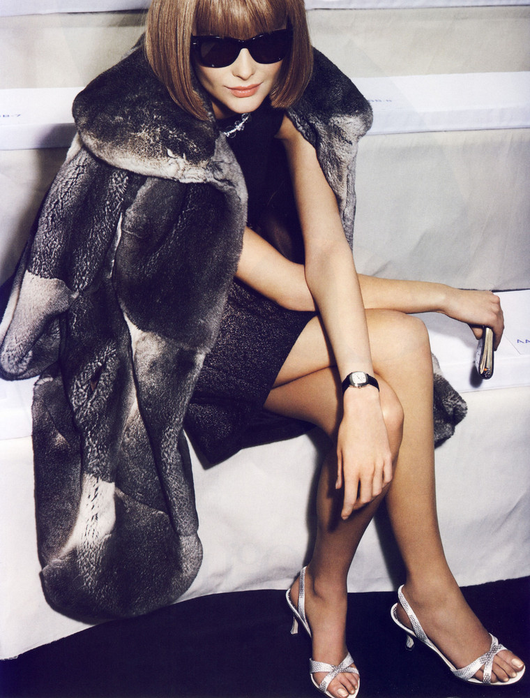Foto de Snejana Onopka como Anna Wintour en la revista Vogue francesa (1/8)