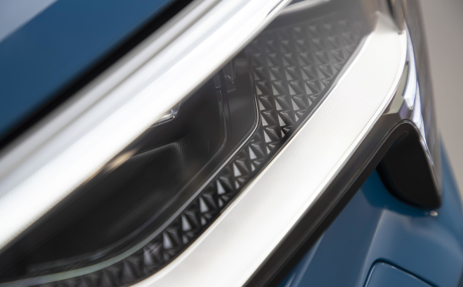 Foto de Audi e-tron (95/111)