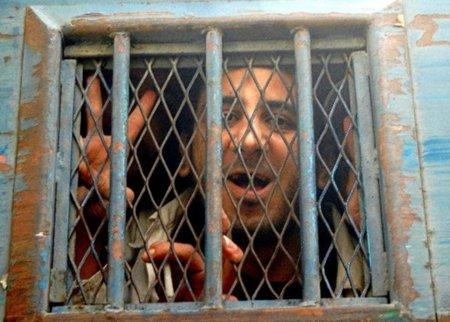 El bloguero Kareem Amer sale de la cárcel cuatro años después...