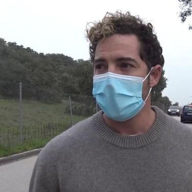 David Bisbal atiende a la prensa entre lágrimas y roto de dolor por el fallecimiento de su amigo Álex Casademunt