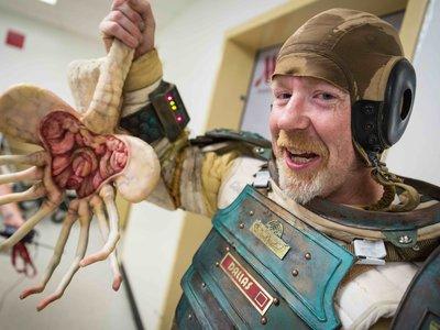 De visita por el set de 'Alien: Covenant' y Ridley Scott cree en extraterrestres asesinos