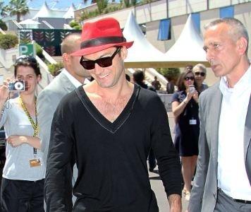 Jude Law sigue sorprendiendo con sus looks en Cannes