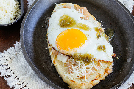 Cómo hacer huaraches con huevo y con pollo. Receta de desayuno
